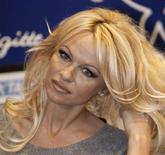 <p>Pamela Anderson in una foto d'archivio. REUTERS/Charles Platiau (FRANCE)</p>