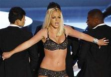 <p>Britney Spears performs at the 2007 MTV Video Music Awards in Las Vegas in this September 9, 2007. REUTERS/Robert Galbraith</p>