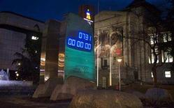 <p>The countdown clock for the 2010 Olympic Winter Games hits the exact two year mark in downtown Vancouver, British Columbia February 12, 2008. REUTERS/Andy Clark</p>