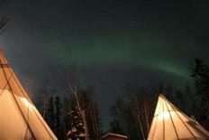 <p>The Northern Lights appear in the sky over the woods in Canada's Northwest Territories, February 14, 2008. REUTERS/Cameron French</p>