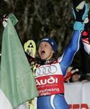 <p>Denise Karbon esulta dopo una vittoria. REUTERS/Dominic Ebenbichler</p>