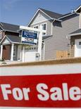 <p>A sign points to a home for sale in a new subdivision in Vancouver, Washington, April 25, 2006. The number of Canadians who express an intention to buy a home within the next two years has dropped significantly from last year, according to a Royal Bank of Canada report released on Tuesday, suggesting a slowdown in the housing market. REUTERS/Richard Clement</p>