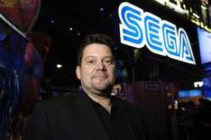 """<p>Le président de la branche américaine de Sega, Simon Jeffery. L'éditeur de jeux vidoés a déjà vendu cinq millions d'exemplaires de """"Mario & Sonic aux Jeux olympiques"""", dépassant largement ses attentes et lui laissant espérer pouvoir conquérir des parts de marché tout en restant indépendant. /Photo d'archives/REUTERS/Chris Pizzello</p>"""
