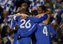 <p>Chelsea goleia Olympiakos e avança na Liga dos Campeões.  Com gols de Michaal Ballack, Frank Lampard e Salomon Kalou, o Chelsea derrotou o Olympiakos Piraeus por 3 x 0  e garantiu uma vaga nas quartas-de-final da Liga dos Campeões. Photo by Kieran Doherty</p>