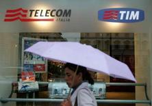 <p>Telecom Italia a fait état d'un bénéfice en baisse de 19% en 2007, en raison de marges bénéficiaires dégradées, en particulier dans les lignes fixes en Italie. /Photo d'archives/REUTERS/Dario Pignatelli</p>