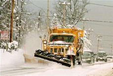 <p>A New York State Snowplow clears a path for commuters on Union Road in Cheektowaga, New York, December 27, 2001. A late-season winter storm slammed into the Ohio Valley on Saturday, forcing flight delays and cancellations at airports before heading out toward the eastern Great Lakes and Northeast. REUTERS/Gary Wiepert GW/ME</p>