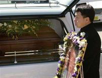 <p>Movie star Jackie Chan reacts as he passes a hearse carrying his father Charlie's casket after a funeral service in Canberra, March 8, 2008. REUTERS/Will Burgess</p>