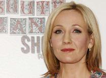<p>J.K.Rowling renova pedido de privacidade para foto do filho. A autora J.K.Rowling renovou seu pedido para impedir a publicação de uma fotografia de seu filho, depois do pedido oficial de privacidade ter sido negado em uma corte de Londres no ano passado. Foto de Arquivo. Photo by Anthony Harvey</p>