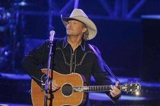 """<p>Country music singer Alan Jackson performs at the taping of """"CMT Giants"""" in Los Angeles October 25, 2007. Jackson replaced Janet Jackson at the top of the U.S. pop album chart Wednesday, while rock bands Flogging Molly and the Black Crowes cracked the top five with their latest releases. REUTERS/Fred Prouser</p>"""