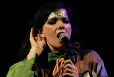 <p>Icelandic singer Bjork performs during a concert at the National Museum in Lima November 13, 2007. Bjork's politically charged outburst at a recent Shanghai concert was an isolated case and would not affect foreign artists coming to China, a senior official said on Thursday. REUTERS/Enrique Castro-Mendivil</p>