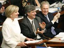 <p>Quebec's Premier Jean Charest (R) applauds Finance Minister Monique Jerome-Forget (L) as she unveils her budget at the National Assembly in Quebec City March 13, 2008. REUTERS/Mathieu Belanger</p>
