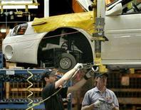 <p>General Motors Canada employees build 2005 Chevrolet Impalas on the Oshawa assembly plant line, in an undated photo. REUTERS/J.P. Moczulski</p>