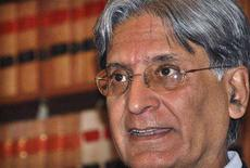 <p>President of Pakistan's Supreme Court Bar Association Aitzaz Ahsan speaks during a news conference in Islamabad March 17, 2008. The leader of the Pakistani lawyers' movement threatened nationwide protests if the Supreme Court sided with President Pervez Musharraf on Tuesday by stalling the new parliament's plan to reinstate judges he fired. REUTERS/Mian Khursheed</p>