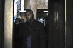 <p>File photo shows rapper Busta Rhymesat the Criminal Court in New York, January 23, 2008. A New York judge sentenced Busta Rhymes to three years of probation on Tuesday for assaulting two people in 2006. REUTERS/Marko Georgiev</p>