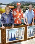 <p>Al Jardine (L), Mike Love (C) and Brian Wilson, the surviving founding members of The Beach Boys, appear together for the first time in ten years on the rooftop of Capitol Records in Los Angeles, June 13, 2006. REUTERS/Chris Pizzello</p>