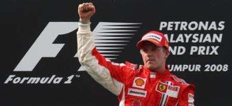 <p>Raikkonen ganha fácil o GP da Malásia. Kimi Raikkonen venceu com facilidade neste domingo na Malásia e colocou a Ferrari de volta à trilha da vitória, além de diminuir a diferença para o líder do campeonato, Lewis Hamilton, para apenas três pontos. 23 de fevereiro. Photo by Stringer</p>