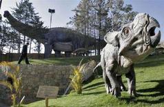 <p>Immagine d'archivio di un parco con riproduzioni di dinosauri. REUTERS/David Mercado (BOLIVIA)</p>
