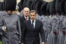 <p>France's President Nicolas Sarkozy walks ahead of Britain's Prince Philip as they review the honor guard at Windsor Castle near London, March 26, 2008. REUTERS/Eric Feferberg/Pool</p>