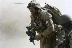 <p>Major Jean-Sebastien Fortin of Canada from the NATO-led coalition moves under fire moments after his position was hit by Taliban shells from an 82-millimeter recoilless rifle during an ambush in Zhari district of Kandahar province, southern Afghanistan, October 23, 2007. REUTERS/Finbarr O'Reilly</p>