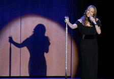 <p>Singer Mariah Carey performs with the African Children's Choir during the 2007 Glamour Magazine Woman of the Year awards show in New York November 5, 2007. REUTERS/Lucas Jackson</p>