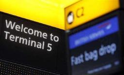 <p>La sala del check-in hall del nuovo Terminal 5 dell'aeroporto londinese di Heathrow. REUTERS/Alessia Pierdomenico</p>