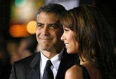 """<p>Director and cast member George Clooney (L) and his girlfriend Sarah Larson pose at the premiere of """"Leatherheads"""" at the Grauman's Chinese theatre in Hollywood, California, March 31, 2008. REUTERS/Mario Anzuoni</p>"""