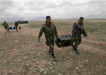 <p>French soldiers from the NATO forces bring medical supplies for a free medical assistance camp by the NATO-led International Security Assistance Force for the locals in the outskirts of Kabul April 3, 2008. REUTERS/Ahmad Masood</p>