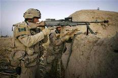 <p>Canadian soldiers from the NATO-led coalition hold positions at first light the day after heavy fighting against insurgents in the Taliban heartland of Sangisar in the Zhari district of Kandahar province, southern Afghanistan, November 18, 2007. REUTERS/Finbarr O'Reilly</p>