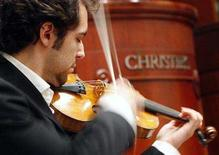 "<p>Musician Jesus Reina plays a Stradivarius violin known as ""The Penny,"" at Christie's Auction House in New York March 27, 2008. The 300-year-old Antonio Stradivari violin named after its previous owner, the pianist and violinist Barbara Penny, sold for $1.27 million at auction in New York on Friday, Christie's said. REUTERS/Brendan McDermid</p>"