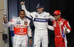 <p>Tempos do treino classificatório para o GP do Barein. Os pilotos Lewis Hamilton, Robert Kubica e Felipe Massa, que conseguiram as primeiras três posições na largada do Grande Prêmio do Barein de Fórmula 1, que acontece domingo no circuito de Sakhir. 5 de abril. Photo by Hamad I Mohammed</p>