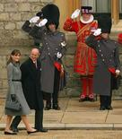 <p>Príncipe Philip quer cumprir compromissos já na segunda-feira. O príncipe Philip no Castelo de Windsor com a primeira dama francesa Carla Bruni. O marido da rainha Elizabeth, de 86 anos, i internado em um hospital na quinta-feira com uma infecção no tórax, espera cumprir os seus compromissos diários na próxima semana.26 de março. Photo by Pool</p>