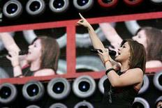 <p>Musician Kelly Clarkson performs during the Live Earth New York concert in East Rutherford, New Jersey, July 7, 2007. REUTERS/Mike Segar</p>