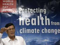 <p>Il capo dell'Oms nel Pacifico occidentale, Shigeru Omi, durante una conferenza stampa. REUTERS/Cheryl Ravelo</p>