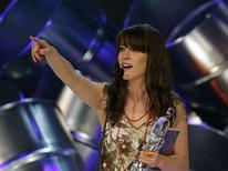 <p>Singer Feist accepts the Juno Award for Album of the Year at the Juno Awards, the Canadian Music Awards, in Calgary, April 6, 2008. REUTERS/Patrick Price</p>