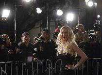 """<p>Lindsay Lohan poses for photographers at the premiere of the film """"Cloverfield"""" in Los Angeles January 16, 2008. REUTERS/Phil McCarten</p>"""
