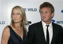 """<p>File photo shows the director of """"Into the Wild"""", Sean Penn (R) and wife Robin Wright Penn attending the premiere of the film in Los Angeles September 18, 2007. REUTERS/Phil McCarten</p>"""