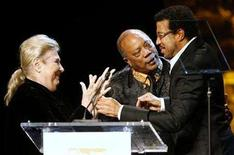 <p>Marilyn Bergman (L), ASCAP president and chairman, and producer Quincy Jones (C), present a Golden Note Award to Lionel Richie during the 25th Annual ASCAP Pop Music Awards at the Kodak Theatre in Hollywood, California, April 9, 2008. REUTERS/Danny Moloshok</p>
