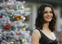 """<p>Rachel Weisz smiles at the premiere of """"Fred Claus"""" at Grauman's Chinese theatre in Hollywood, California November 3, 2007. REUTERS/Mario Anzuoni</p>"""