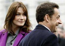 <p>French President Nicholas Sarkozy (R) and first lady Carla Bruni smile during a wreath laying ceremony at the statue of General de Gaulle in Carlton Gardens, London March 27, 2008. REUTERS/Darren Staples</p>