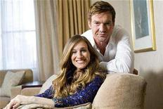 """<p>Sarah Jessica Parker (L) and Dennis Quaid sit for a portrait to promote the upcoming film """"Smart People"""" in New York, March 29, 2008. REUTERS/Keith Bedford</p>"""