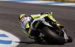 <p>Valentino Rossi su Yamaha al Gran Premio di Estoril. REUTERS/Jose Manuel Ribeiro</p>