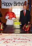 <p>Os bonecos de cera do Papa Bento 16 e de George W. Bush, no museu de cera Madame Tussauds, em Washington. O papa visitará os Estados Unidos pouco antes do seu aniversário. Photo by Jeff Snyder</p>
