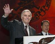<p>File photo shows National Rifle Association President Charlton Heston waving to the audience during the NRA's Annual convention in Orlando, Florida April 26, 2003. REUTERS/Shannon Stapleton</p>