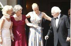<p>Wolfgang Wagner his wife Gudrun (2nd L) their daughter Katharina (2nd R) and Karin Stoiber, the wife of Bavarian premier Edmund Stoiber arrive for the opening of this year's Bayreuth Wagner opera festival outside the so-called Gruener Huegel (Green Hill) opera house in Bayreuth July 25, 2007. REUTERS/Michael Dalder</p>