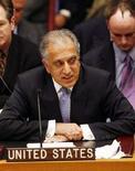 <p>Представитель США в ООН Залмей Халилзад на заседании Совбеза организации в Нью-Йорке 18 февраля 2008 года. США и Россия во вторник обменялись жесткими заявлениями по поводу двух отколовшихся от Грузии регионов, после того как Совет безопасности ООН единодушно продлил полномочия военных наблюдателей ООН в непризнанной республике Абхазия. (REUTERS/Keith Bedford)</p>