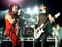 """<p>File photo shows """"Jane's Addiction"""" singer Perry Farrell, (L), and guitarist Dave Navarro performing at the Hard Rock Hotel & Casino. All four original members of the pioneering alternative rock band will bury the hatchet and reunite in Los Angeles next month to receive an award, according to the final piece of the puzzle. REUTERS/Ethan Mille</p>"""