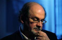 <p>British author Salman Rushdie listens during an interview with Reuters in London April 15, 2008. REUTERS/Dylan Martinez</p>