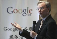 <p>Le directeur général de Google, Eric Schmidt. Le groupe américain a annoncé une hausse plus forte que prévu de son bénéfice net et de son chiffre d'affaires pour le premier trimestre 2008, apportant ainsi un démenti cinglant à ceux qui pensaient que le groupe était incapable de capitaliser sur sa position de principal moteur de recherche sur internet. /Photo prise le 17 mars 2008/REUTERS/Grace Liang</p>