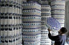 <p>A boy carries used plastic bottles in a shop which will be sent to recycling plants in Dhaka in this January 29, 2007 file photo. REUTERS/Rafiqur Rahman</p>
