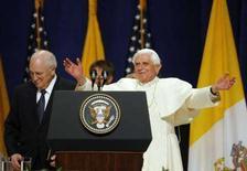 <p>Papa Benedetto XVI ieri durante la cerimonia di partenza all'aeroporto JFK. REUTERS/Lucas Jackson</p>